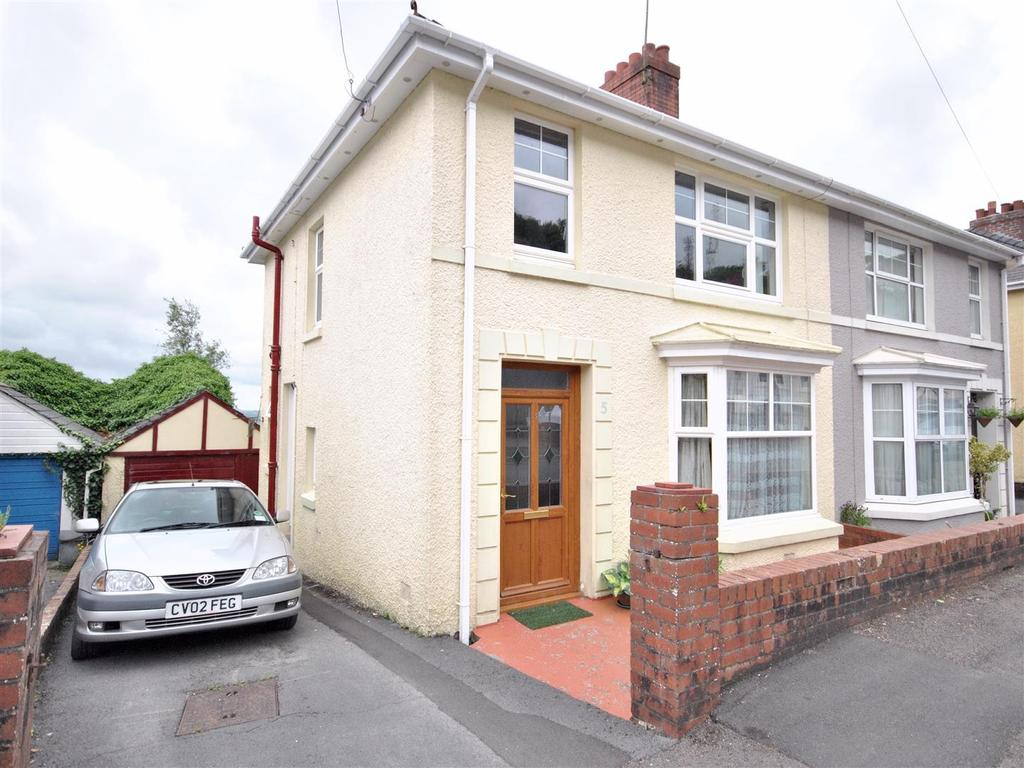3 Bedrooms House for sale in Heol Y Delyn, Carmarthen