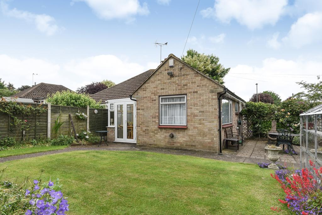 2 Bedrooms Bungalow for sale in Beagles Close Orpington BR5