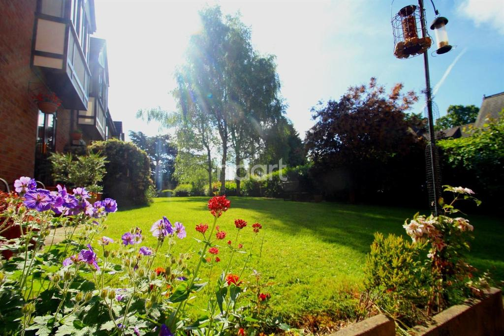 2 Bedrooms Flat for sale in Holmfield, Stenson Road