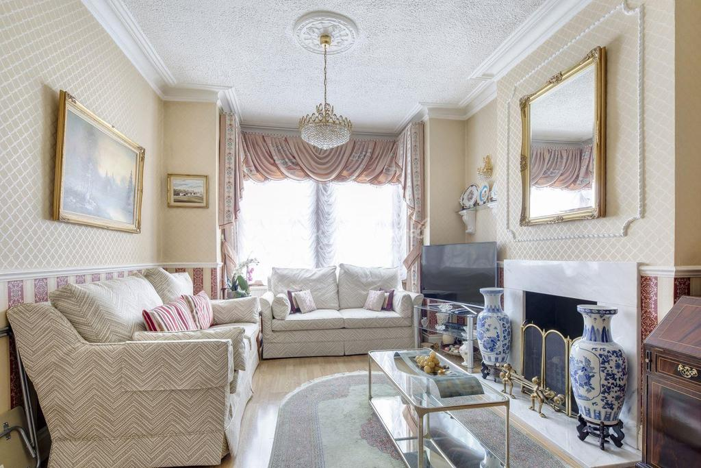 3 Bedrooms Semi Detached House for sale in Banchory Road, Blackheath, SE3