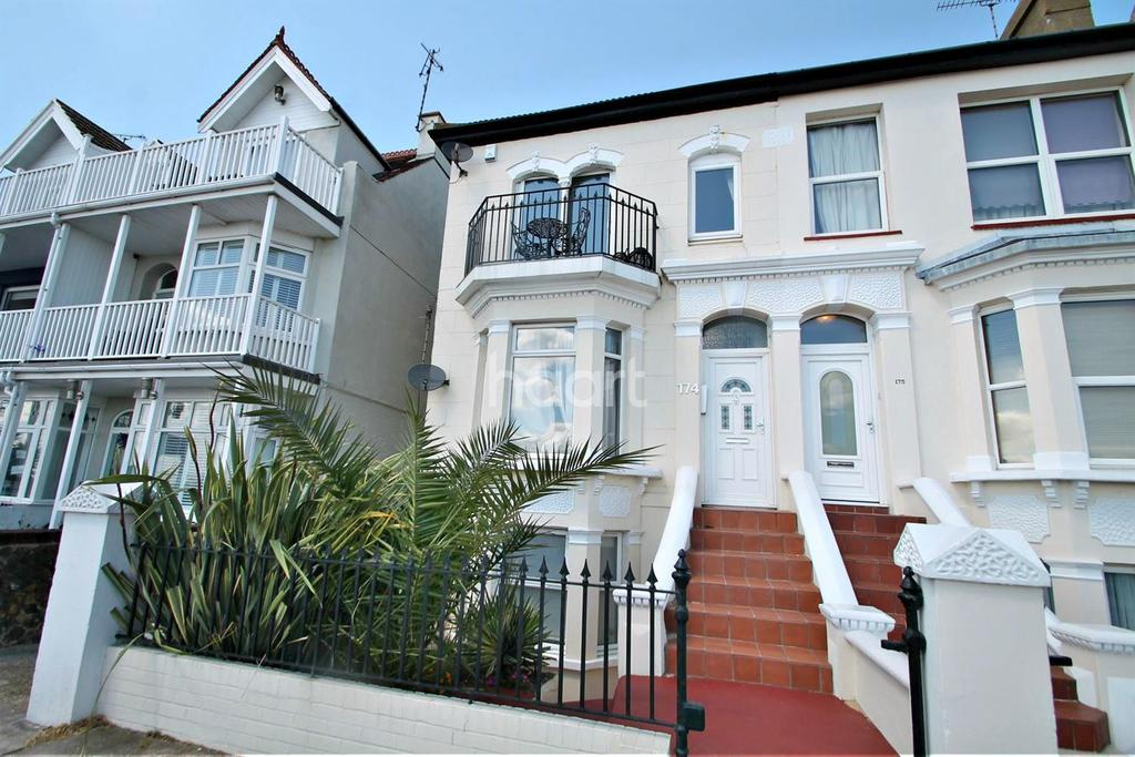2 Bedrooms Flat for sale in Eastern Esplanade, Southend-On-Sea
