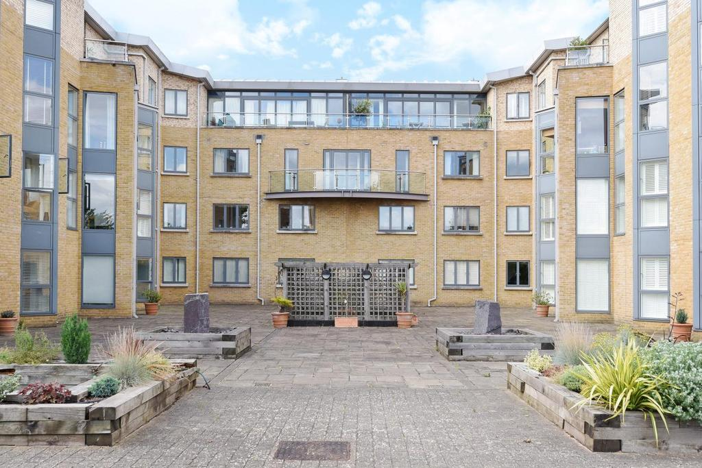3 Bedrooms Flat for sale in The Downs, Wimbledon, SW20