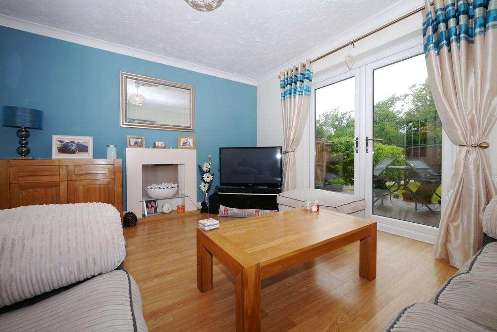 2 Bedrooms Semi Detached House for sale in Swift Close, Carlton Colville, Lowestoft