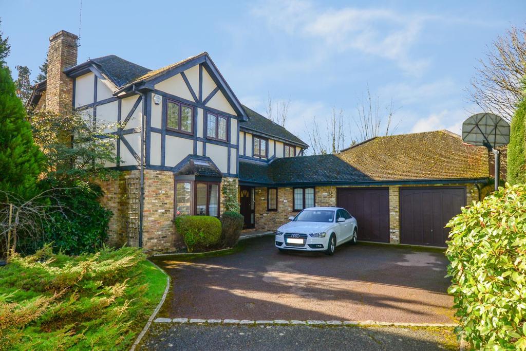 5 Bedrooms Detached House for sale in Sandy Court, Sandy Lane, Cobham, KT11
