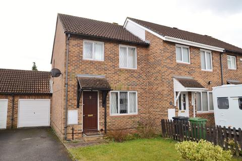 3 bedroom terraced house to rent - Charrington Road, Calcot, Reading, RG31
