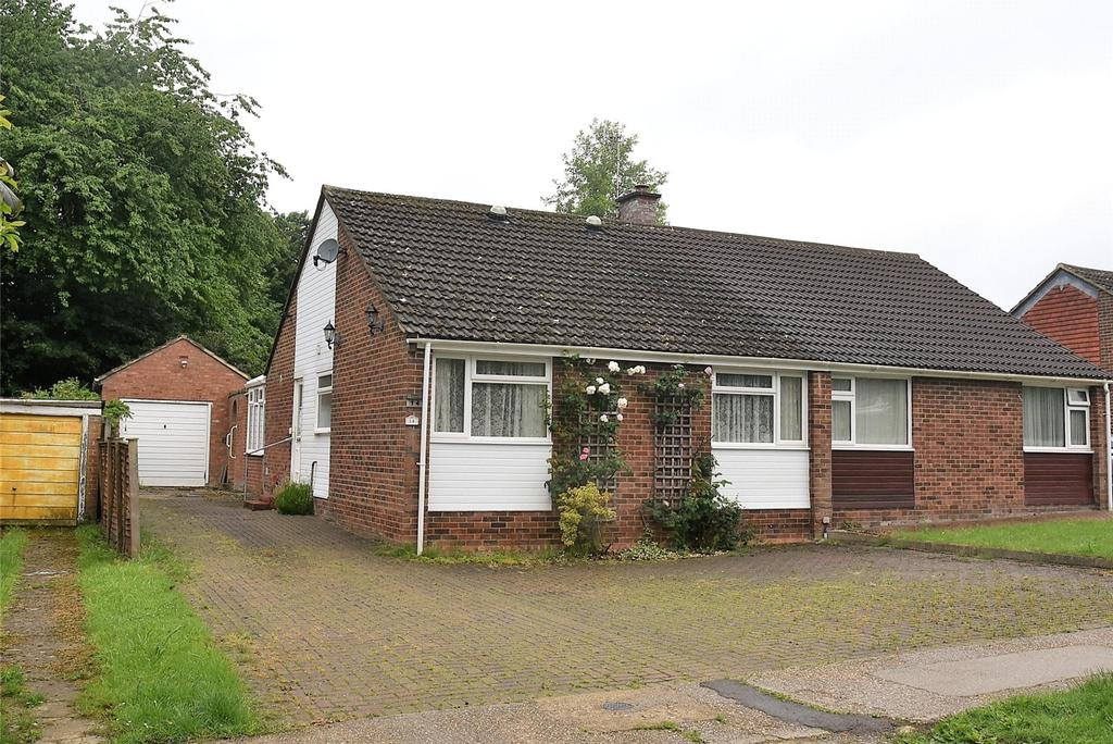 2 Bedrooms Semi Detached Bungalow for sale in Barlows Road, Tadley, Hampshire, RG26