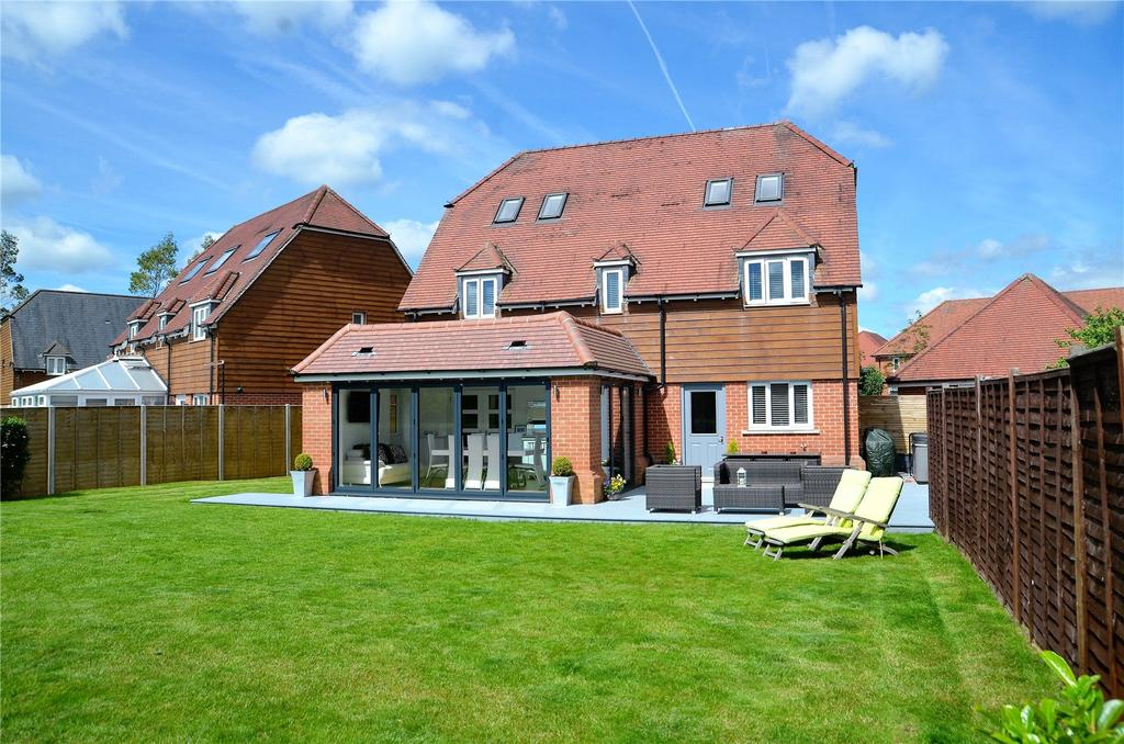 5 Bedrooms Detached House for sale in Fallows Road, Padworth, Reading, Berkshire, RG7