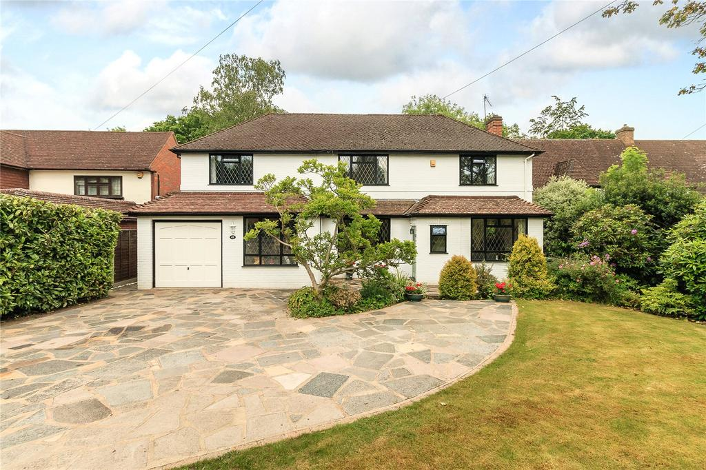 4 Bedrooms Detached House for sale in Daleside, Gerrards Cross, Buckinghamshire