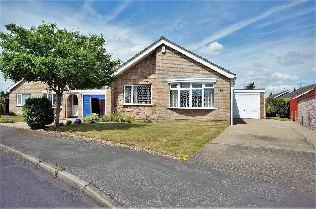 3 Bedrooms Detached Bungalow for sale in Grassmoor Close, North Hykeham