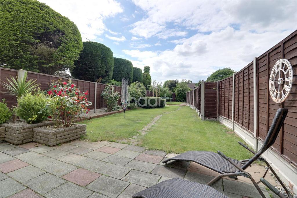 3 Bedrooms Semi Detached House for sale in Rayleigh Road