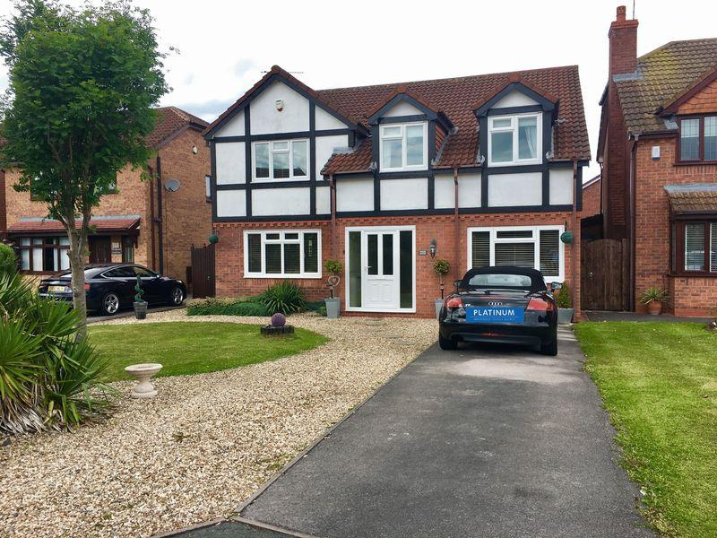 4 Bedrooms Detached House for sale in Lichfield Drive, Great Sutton