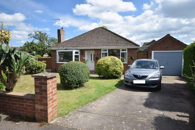 2 Bedrooms Detached Bungalow for sale in Hamilton Road, North Hykeham, Lincoln