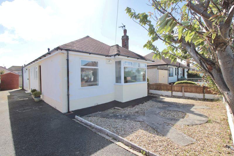 3 Bedrooms Detached Bungalow for sale in Berwyn Crescent, Prestatyn