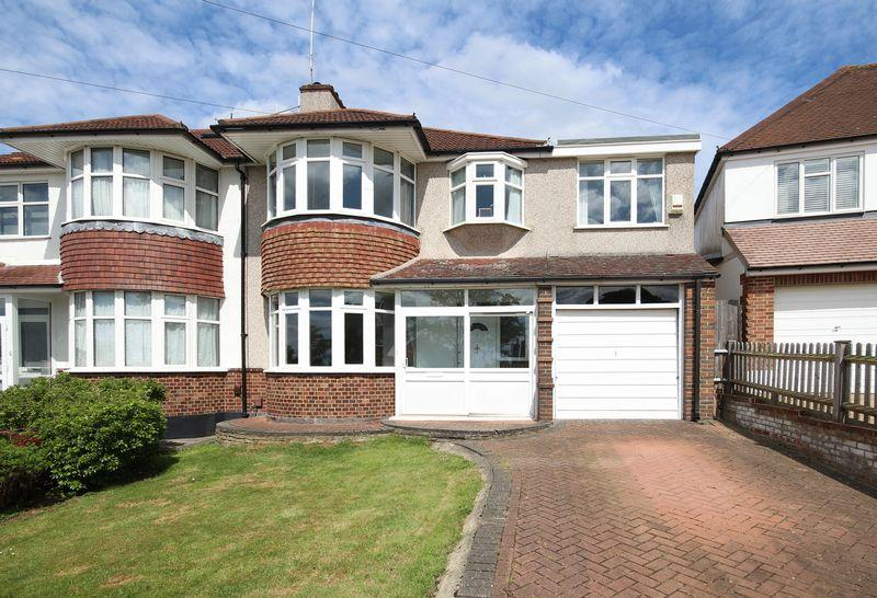 4 Bedrooms Semi Detached House for sale in The Crescent, West Wickham