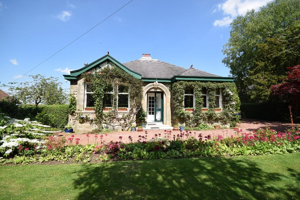 3 Bedrooms Detached Bungalow for sale in Carmunnock Road, Busby, Glasgow, G76 8SZ