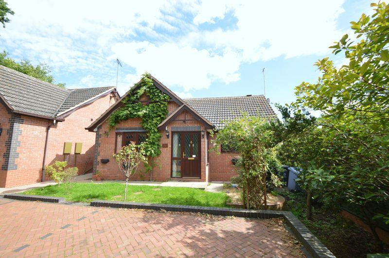 2 Bedrooms Detached Bungalow for sale in Huntsmans Drive, Kinver