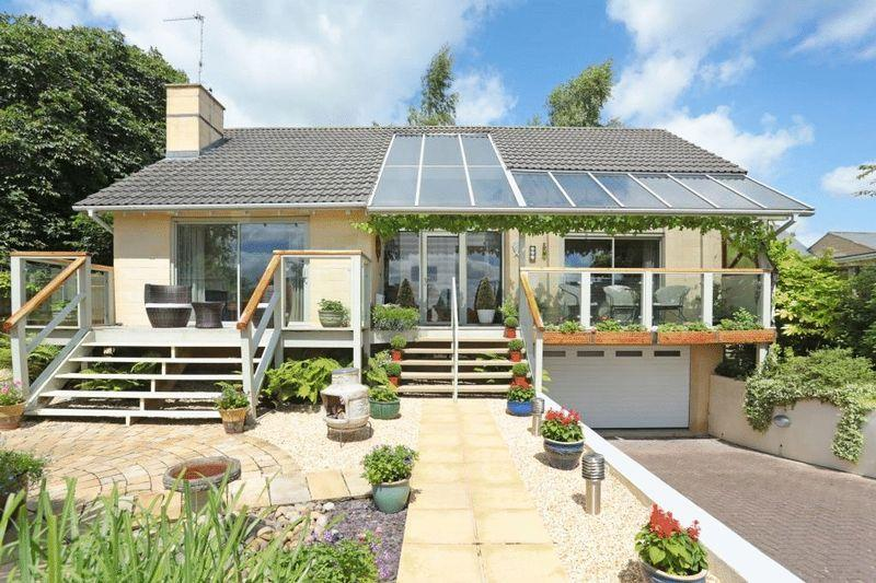 2 Bedrooms Detached Bungalow for sale in Neston, Corsham