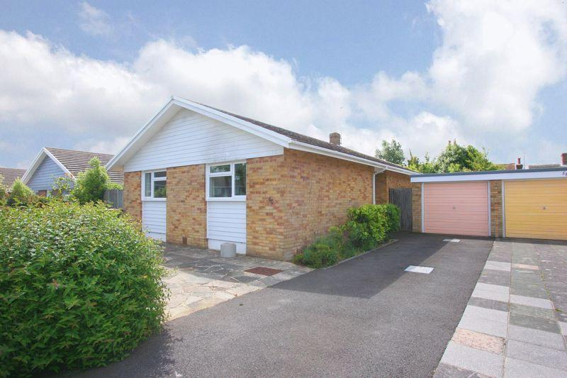 2 Bedrooms Detached Bungalow for sale in Henfield