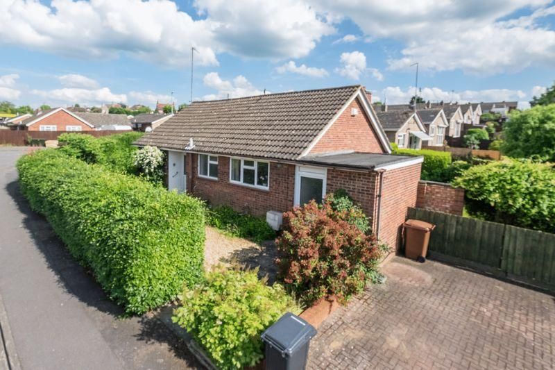 3 Bedrooms Detached Bungalow for sale in Rushmere Way, Rushden