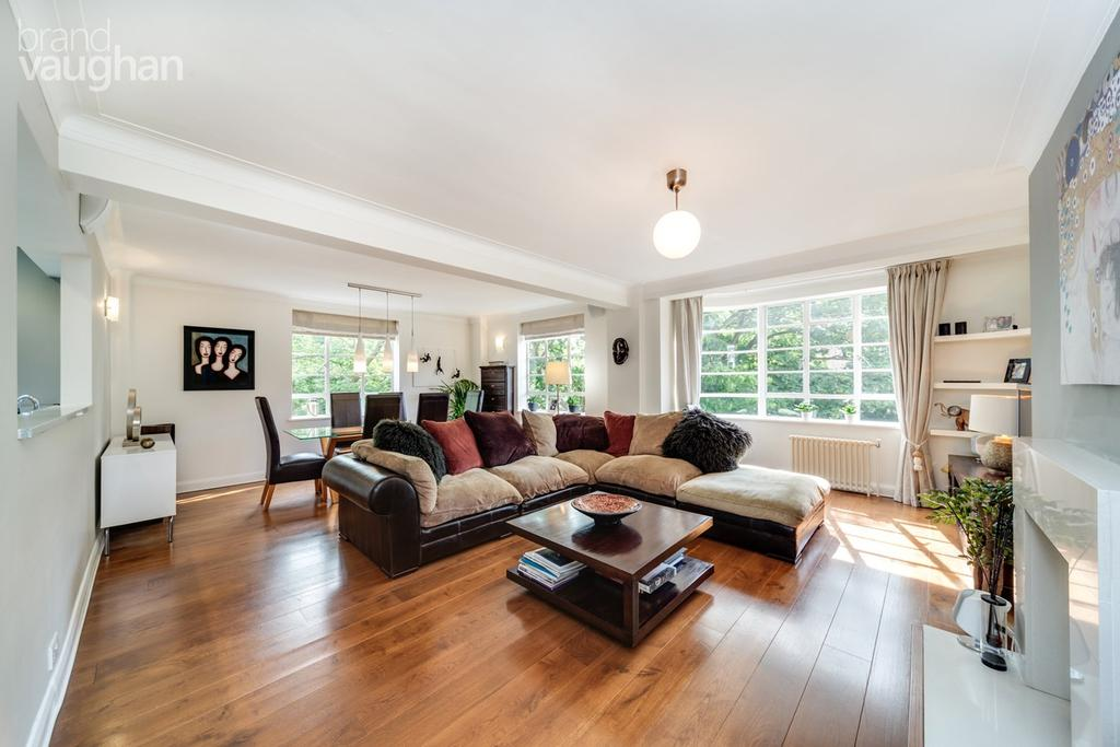4 Bedrooms Apartment Flat for sale in Furze Croft, HOVE, BN3
