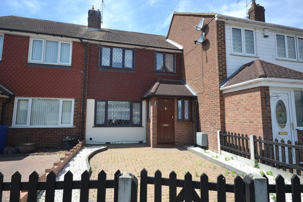2 Bedrooms Terraced House for sale in Larkswood Road, Corringham, Stanford-le-Hope, SS17