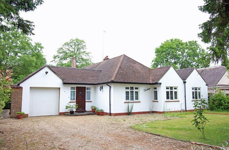 3 Bedrooms Detached Bungalow for sale in Kingswood Way, South Croydon, Surrey
