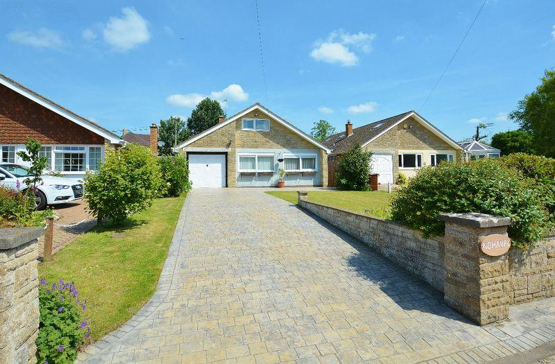 4 Bedrooms Detached Bungalow for sale in Clifton Hampden Road, Chiselhampton