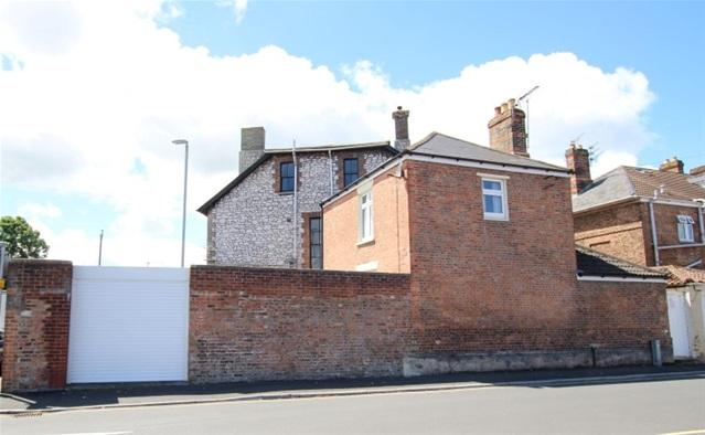 3 Bedrooms Semi Detached House for sale in Old Taunton Road, Bridgwater