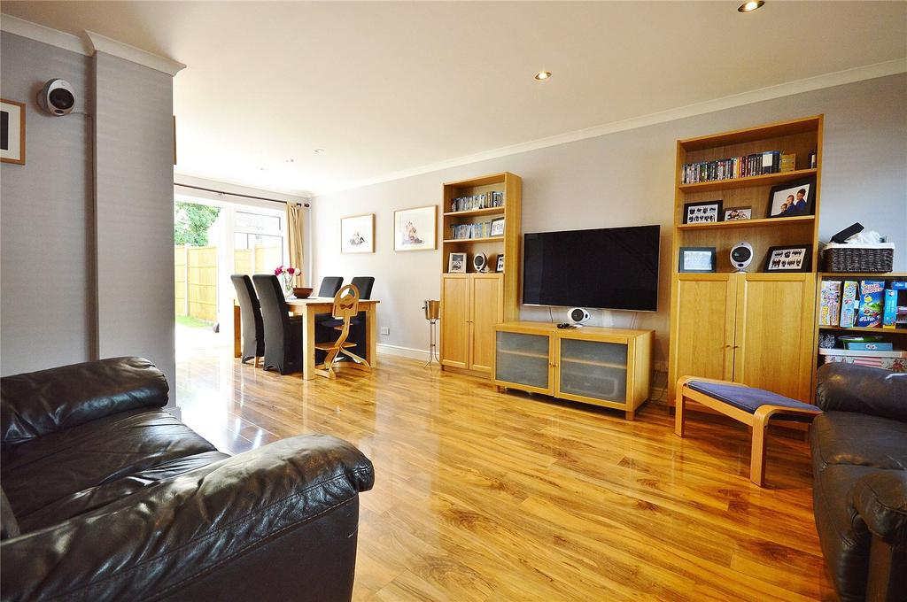 3 Bedrooms Terraced House for sale in Peregrine Close, Garston, Hertfordshire, WD25