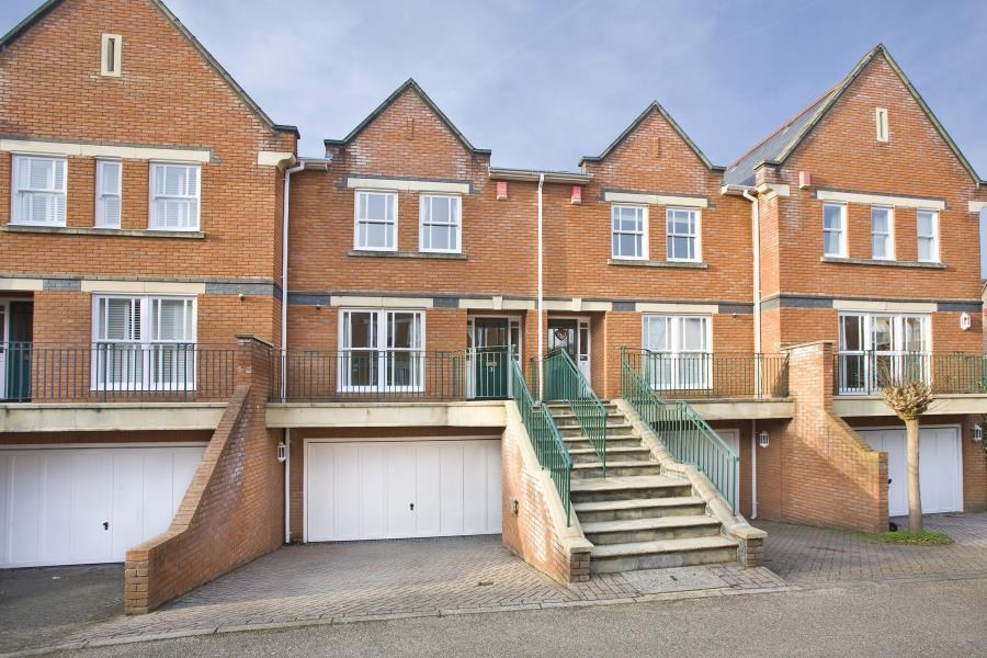 4 Bedrooms Town House for sale in Virginia Park, Virginia Water