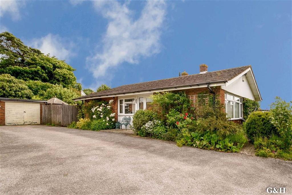 3 Bedrooms Detached Bungalow for sale in Stisted Way, Egerton, Kent