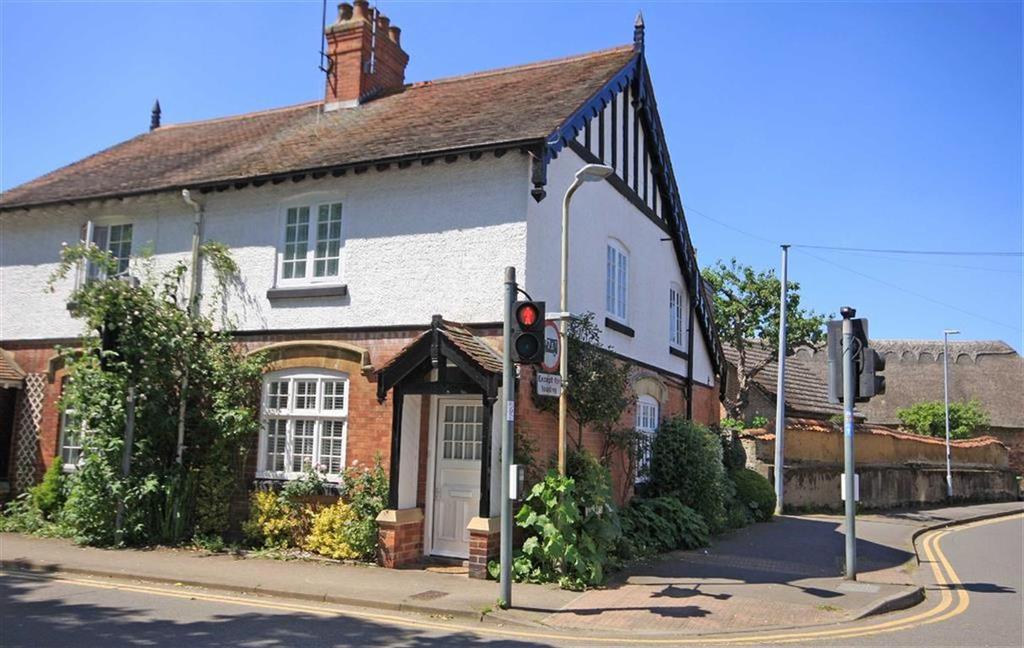 3 Bedrooms Semi Detached House for sale in Brooke Road, Oakham, Rutland