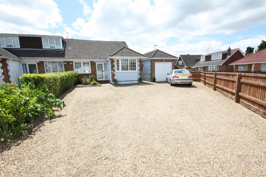 4 Bedrooms Semi Detached Bungalow for sale in Charden Road, Bishopstoke, Eastleigh