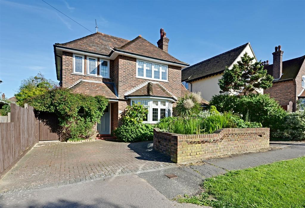 3 Bedrooms Detached House for sale in Holmesdale Road, Bexhill On Sea