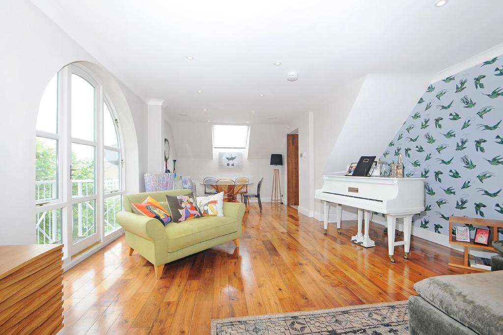 2 Bedrooms Penthouse Flat for sale in Eleanor Close, Surrey Quays