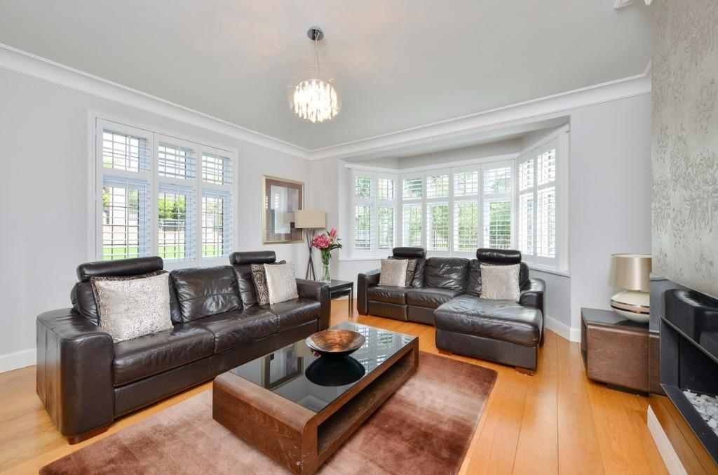 4 Bedrooms Detached House for sale in Woodruff Avenue Hove East Sussex BN3