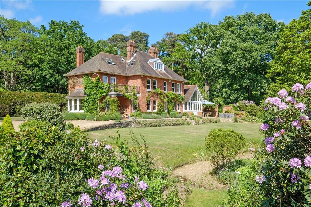 5 Bedrooms Detached House for sale in Shackleford, Godalming, Surrey, GU8
