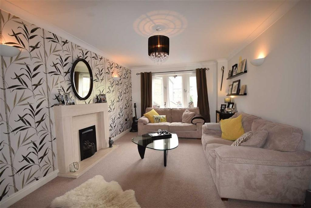 4 Bedrooms Town House for sale in Holmefield Gardens, Barrowford, Lancashire