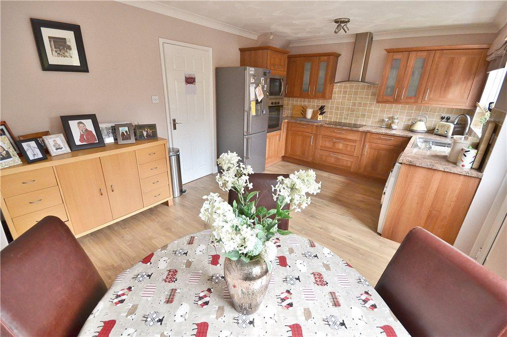 3 Bedrooms Semi Detached House for sale in Kings Court, Norton, Stockton-On-Tees