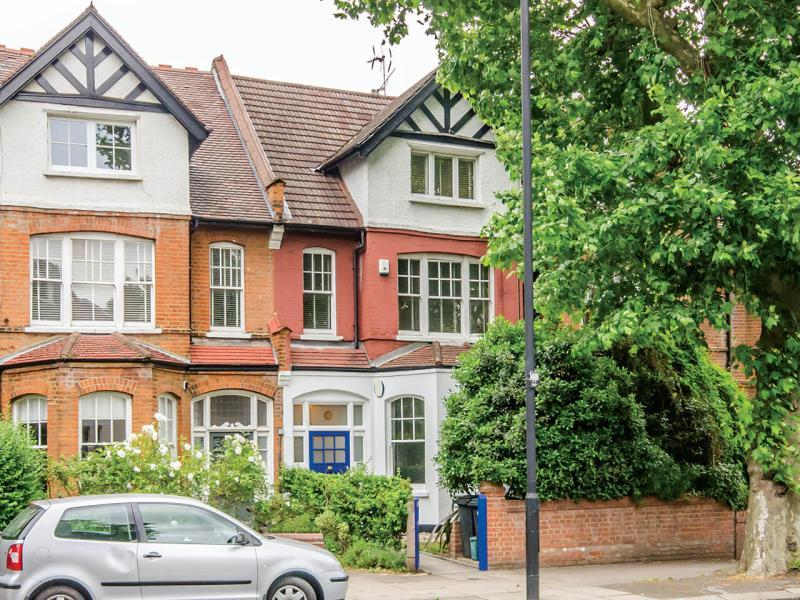 2 Bedrooms Ground Flat for sale in Priory Road, N8