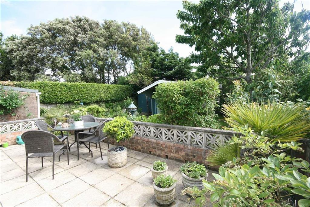 2 Bedrooms Detached Bungalow for sale in Roundhay Avenue, PEACEHAVEN