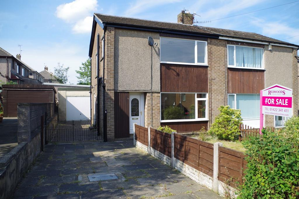 3 Bedrooms Semi Detached House for sale in The Fairway, Holmfield, Halifax HX2