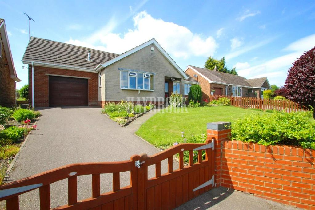 2 Bedrooms Bungalow for sale in Carr Head Road, Howbrook