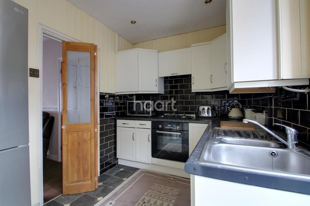 2 Bedrooms End Of Terrace House for sale in Windsor Road, Dagenham