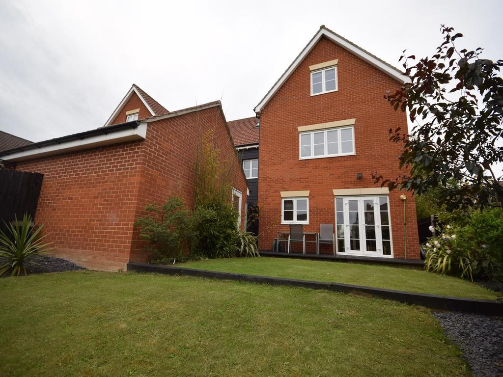 5 Bedrooms Semi Detached House for sale in Davies Way, Flitch Green, Dunmow, Essex, CM6