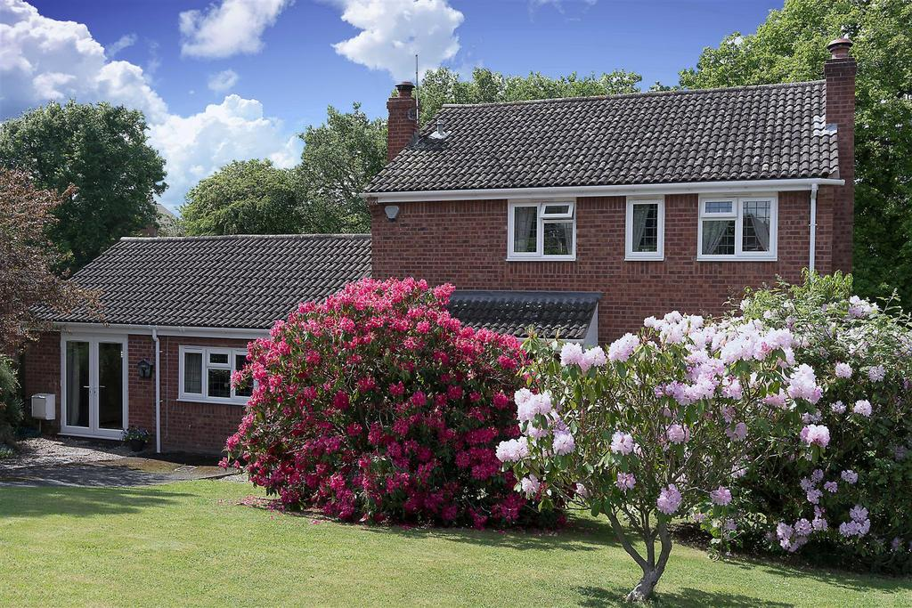 4 Bedrooms Detached House for sale in Oak Tree Drive, Bayston Hill, Shrewsbury