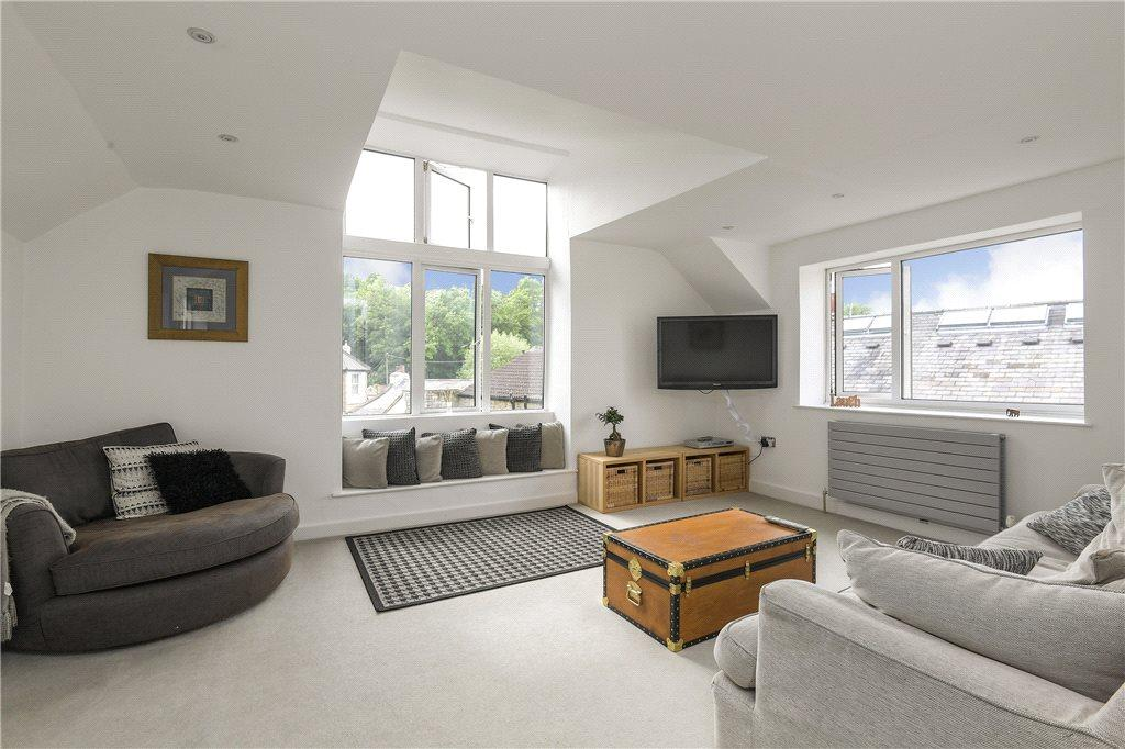 4 Bedrooms Detached House for sale in The Square, Bramham, Wetherby, West Yorkshire