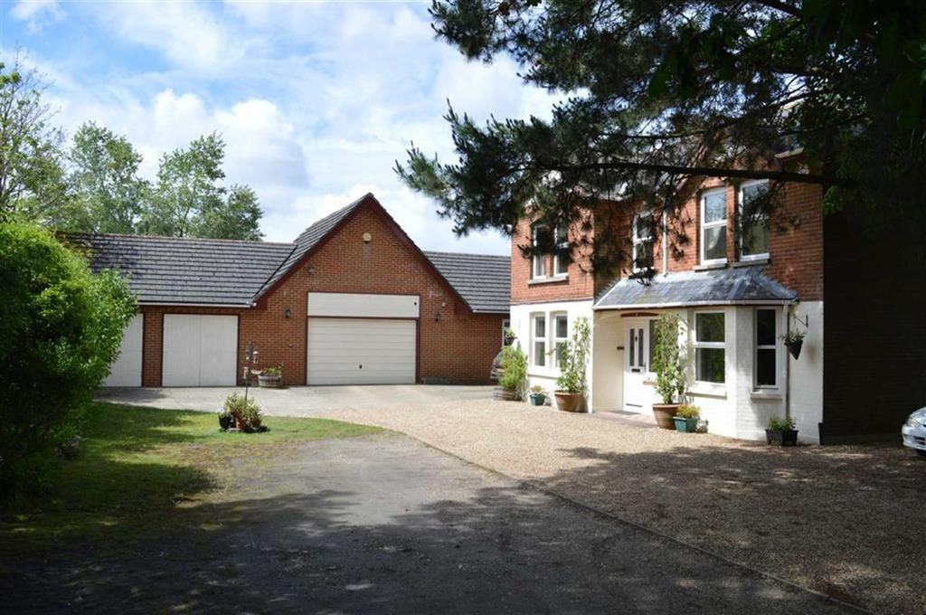 5 Bedrooms Detached House for sale in Grange Road, Ringwood, Hampshire