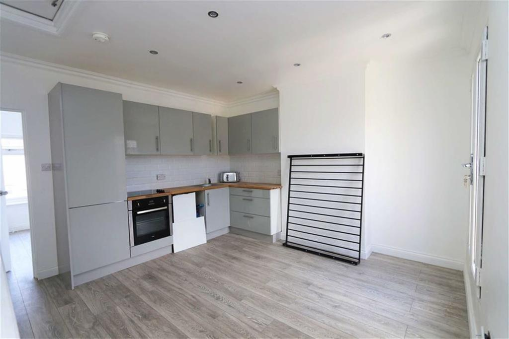 2 Bedrooms Flat for sale in Malton Street, Plumstead, London, SE18