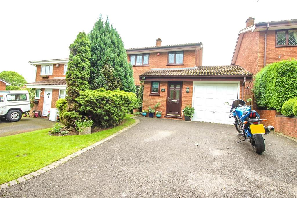3 Bedrooms Detached House for sale in Oakham Close, Redditch